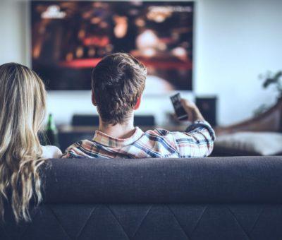 التلفزيون وشبكات التواصل الإجتماعي تكامل أم صراع